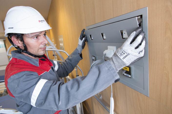 Mise en place du réseau électrique à la clinique Pasteur - Photographe corporate