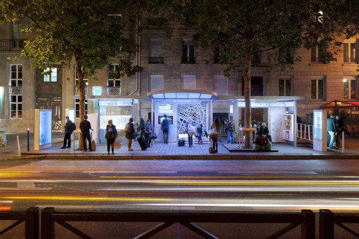 Arrêt de bus Gare de Lyon-Diderot à Paris - Photographe Architecture nuit