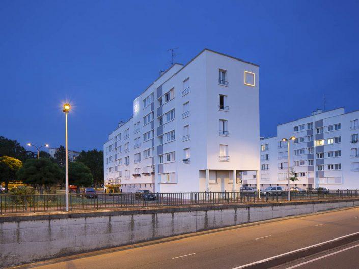 Essai d'enseignes lumineuses à Empalot - Photographe Architecture nuit