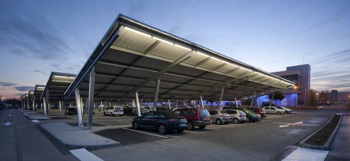 Ombrières photovoltaïques - Parking Sanofi à Toulouse - Photographe Eclairage