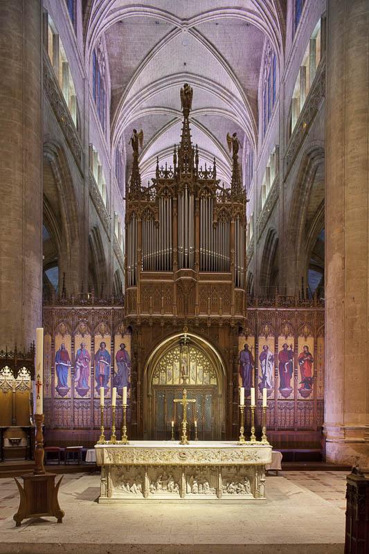Intérieur éclairé de la cathédrale d'Auch - Photographe Eclairage